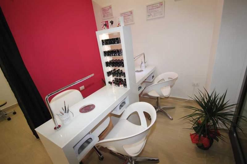 Progetto arredamenti arredamenti per parrucchieri silvi for Arredamenti per centri estetici