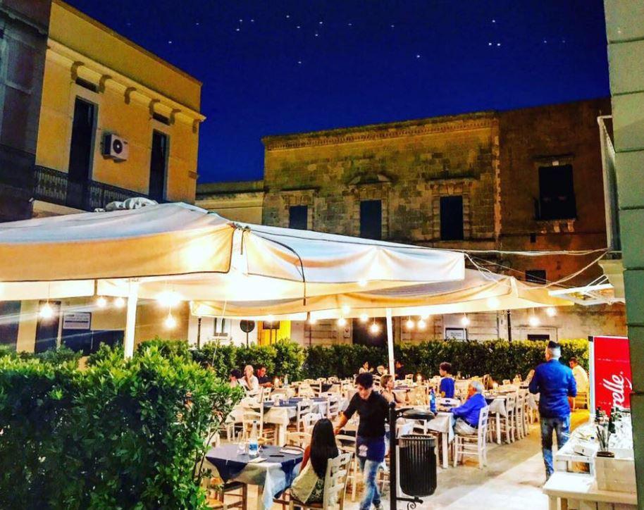 Su casteddhru locale per eventi e feste di compleanno ristorante con tavoli all aperto musica - Ristorante con tavoli all aperto roma ...
