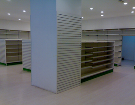 Arredamenti scaffalature per negozi carrara gemetti for Negozi arredamento viareggio