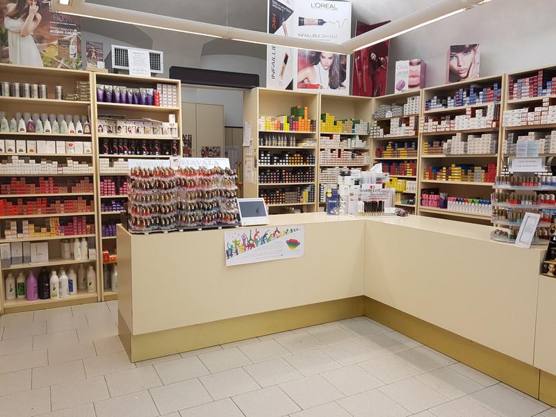 Arredamento per negozi bergamo provincia paginesi for Negozi arredamento bergamo